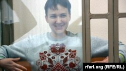 Надежда Савченко в суде, октябрь 2015 года