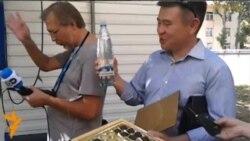 У Казахстані протестували проти тиску Росії заборонити продукцію «Рошену»
