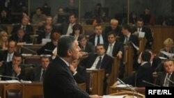 Diplomatski predstavnici idu na ruku vlasti i zamagljuju društvene probleme?