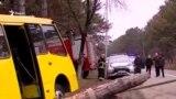 წყნეთში ყვითელი ავტობუსი ხეს შეეჯახა