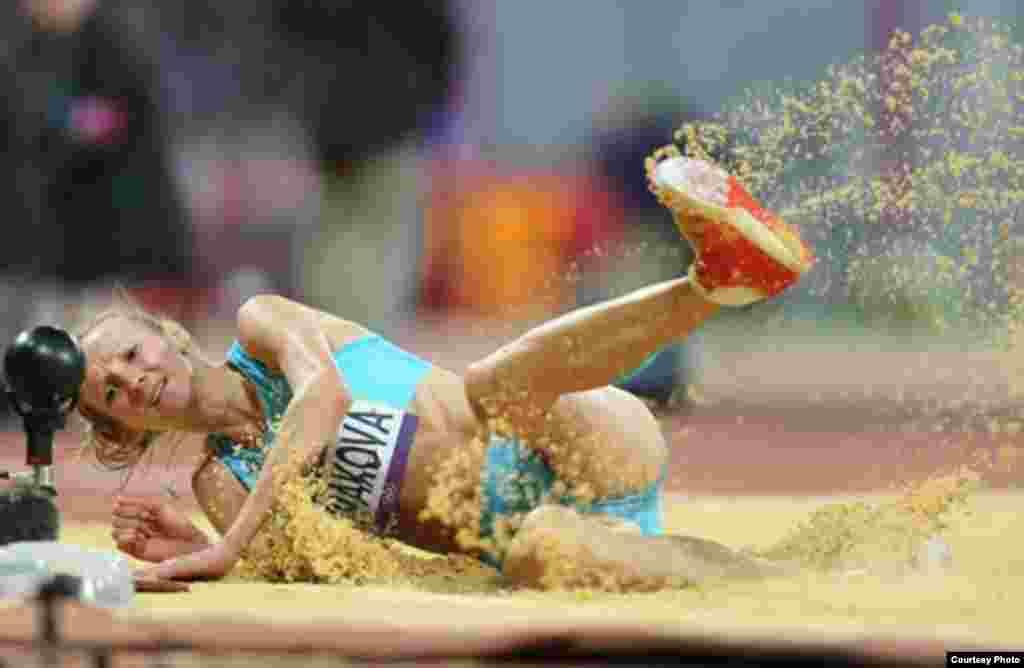 Лондон олимпиадасында алтын медаль алған Ольга Рыпакова үш қарғып секіру секторында жарысқа қатысып жатқан кезі. 5 тамыз . 2012 жыл. Сурет олимпиада ойындарының ресми сайтынан алынды.