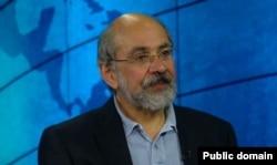 یرواند آبراهامیان، نویسنده کتاب «ایران بین دو انقلاب» و استاد دانشگاه در نیویورک