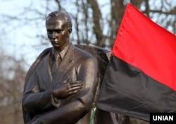 Пам'ятник Степану Бандері в селі Старий Угринів, де він народився