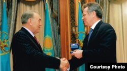 Kazakh President Nursultan Nazarbaev (left) and Viktor Khrapunov