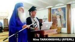 Отставка главs Церкви евангельских христиан-баптистов Грузии стала полной неожиданностью для публики. Тем более что немногочисленная баптистская община пользуется репутацией наиболее либерального христианского объединения страны