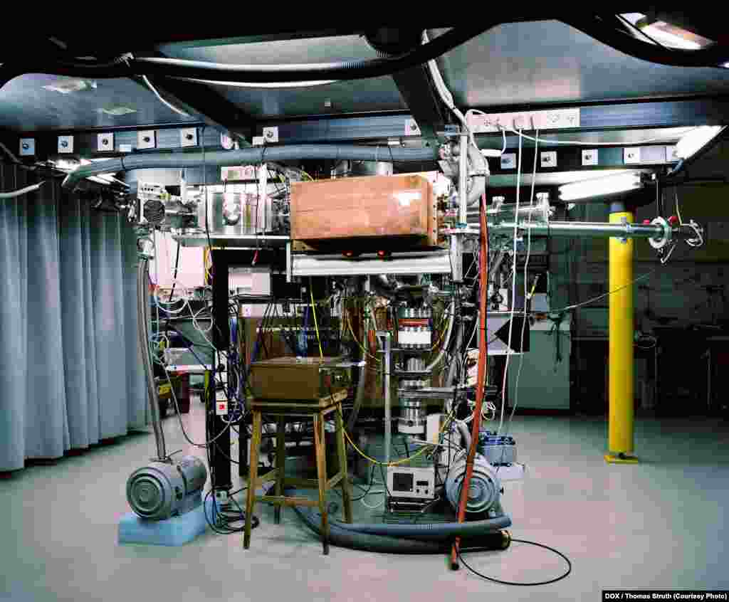 Thomas Struth, Z-Pinch Plasma Lab, Weizmann Institute, Rehovot 2011