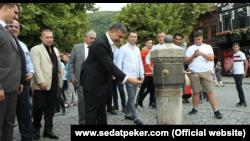 Sedat Peker (u centru) tokom posete Prizrenu
