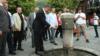 Sedat Peker (në qendër) gjatë një vizite në qytetin e Prizrenit.