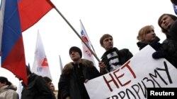 Терроризмге қарсы шеруге шыққандар. Санкт-Петербор, 31 наурыз 2010 жыл.