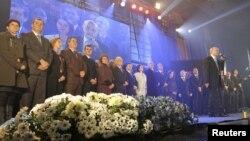 Kryetari i LDK-së, Isa Mustafa, dhe anëtarë të tjerë (Foto arkiv).