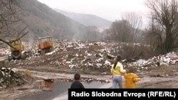 Децата си играат на депонијата во Кичево