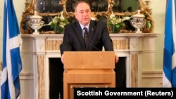 На снимке: первый министр Шотландии Алекс Салмонд