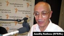 Yazıçı Rafiq Tağı AzadlıqRadiosunun studiyasında - 13 avqust 2010