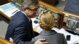 Позафракційний народний депутат Сергій Тарута і лідер фракції «Батьківщина» Юлія Тимошенко у залі парламенту