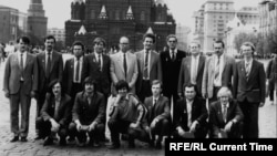 """""""Юниксоиды"""" на Красной площади - советские программисты, создавшие """"Демос"""", после награждения в Кремле."""