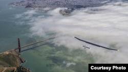 """Pamje e aeroplanit """"Solar Impulse"""" gjatë fluturimit në Shtetet e Bashkuara"""