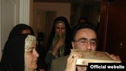 مصطفی تاجزاده و همسرش، فخرالسادات محتشمیپور، یکی از امضاء کنندگان این نامه
