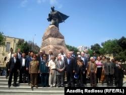 Bu il də veteranlar Sovet İttifaqı qəhrəmanı Mehdi Hüseynzadənin abidəsi önünə toplaşdılar