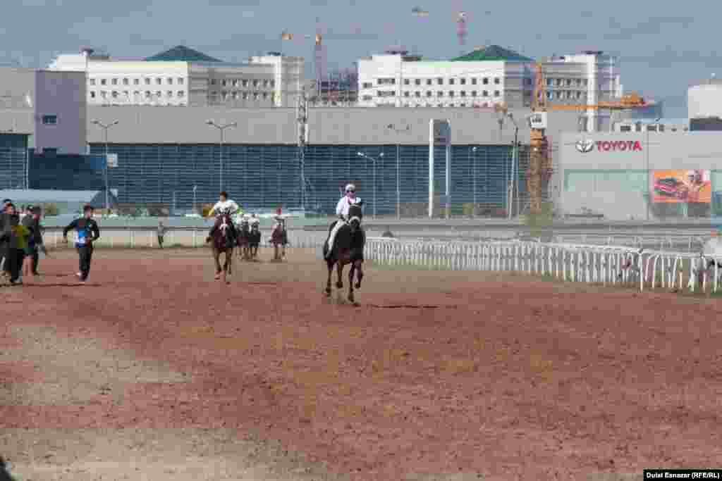 Бәйгенің соңғы айналымында. Астана, 16 қыркүйек 2018 жыл.