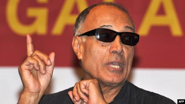 عباس کيارستمی کارگردان سرشناس میگوید که شرایط در ایران وخیم شده است.