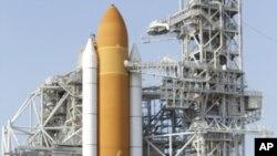 Naveta spațială Atlantis în așteptarea lansării