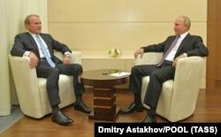 Виктор Медведчук регулярно встречается с Владимиром Путиным. Последняя их встреча состоялась 6 октября этого года