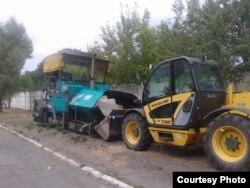Фото автора: «націоналізована «дорожня техніка, яка залишилася після «Євро 2012» в Україні