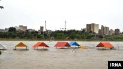 افزایش دبی رودخانه دز تا ۷۰۰ متر مکعب روز دوشنبه موجب آبگرفتگی پارکهای ساحلی دزفول شد. عکس محمدرضا افضل پور