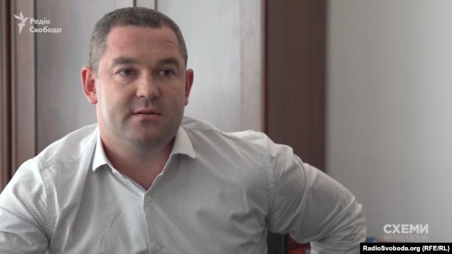 Усёй мытнай службай і падатковай інспэкцыяй Украіны, якія цяпер аб'яднаныя ў адзіную Дзяржаўную фіскальную службу, кіруе Міраслаў Прадан