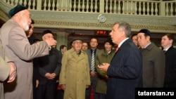 Президент Татарстана посетил Урумчи в 2014 году и встретился с представителями татарской общины