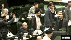 مجلس ايران روز ۲۸ فروردين ماه شرايط نامزدی در انتخابات مجلس نهم را تغيير داد.