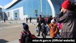 Дети из Башкирии в аэропорту Симферополя, 20 февраля 2019 года