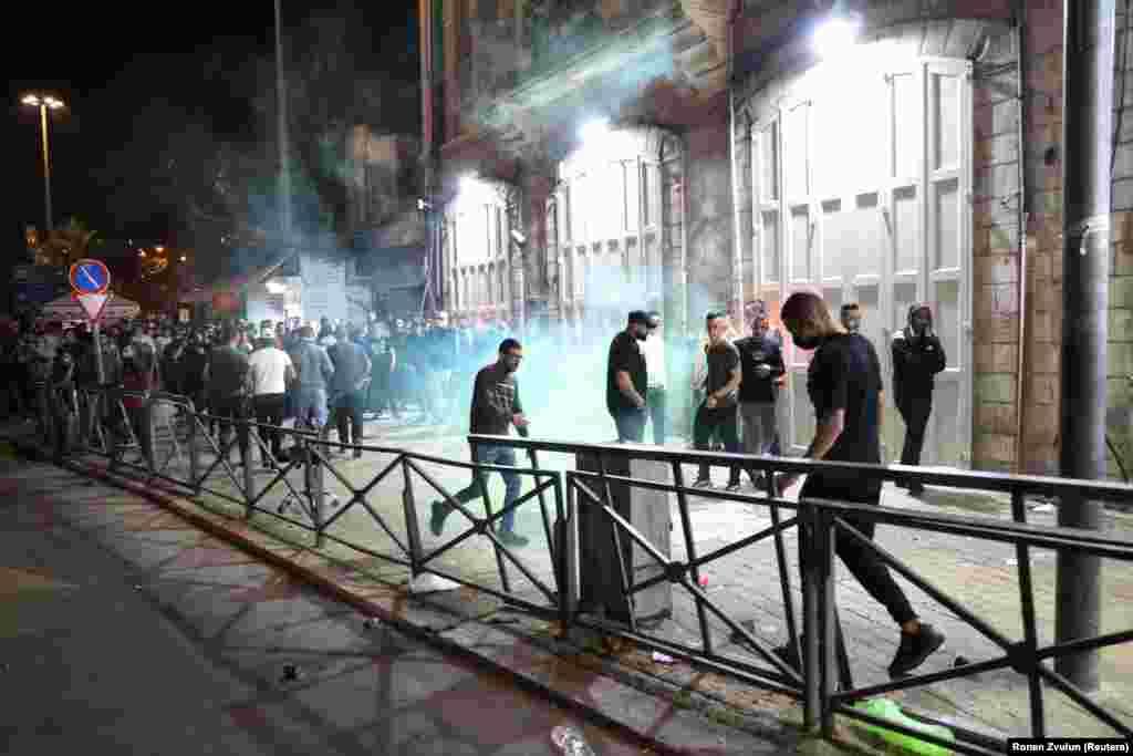 Villanógránátok robbannak fel Jeruzsálem utcáin a muszlimok szent ünnepe, a Ramadán idején.