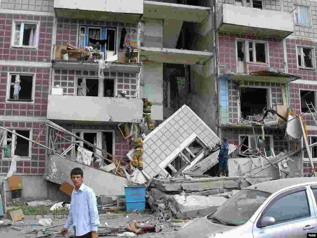 Три человека погибли при взрыве газа в девятиэтажном доме в Амурске