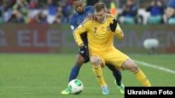 Во время футбольного матча между сборными Украины и Франции. Киев, 15 ноября 2013 года.