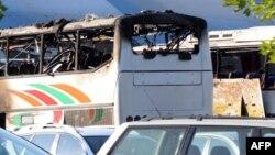 Уништениот автобус.