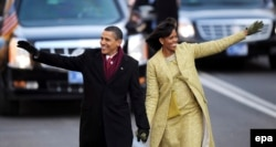 Barack Obama, împreună cu soția sa Michelle, după inaugurarea în funcția de președinte, 20 ianuarie 2009