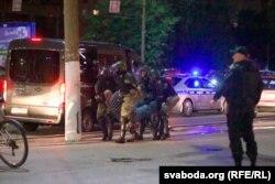 Віцебск, ноч на 11 жніўня, байцы без апазнавальных знакаў схапілі чалавека, ілюстрацыйнае фота