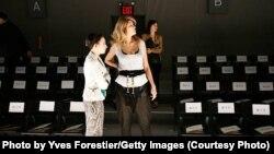 """Gulnora Karimova Nyu Yorkda """"Guli Collection Spring 2011"""" moda ko'rgazmasiga tayyorgarlik ko'rmoqda. 10 sentabr 2010 yil, AQSh."""