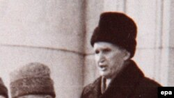 Nicolae Ceausescu delivers his last public speech in December 1989