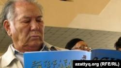 Казахский писатель Дулат Исабеков.