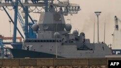 Фрегат в составе датских кораблей, вывозящих химический арсенал из Сирии.