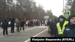 Мітингувальники, які виступають проти незаконної забудови, певний час блокували рух транспорту, 4 лютого 2018 року