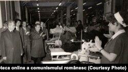 Vizita în România a secretarului general al C.C. al Partidului Popular Revoluţionar Laoţian Kaisone Phomvihane. La Întreprinderea de Confecţii şi Tricotaje Bucureşti. (20-23 septembrie 1976) Fototeca online a comunismului românesc; cota:219/1976