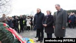 Прадстаўнікі амбасадаў ЗША і Ўкраіны на ўрачыстасьцях у Косаве