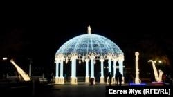 Передноворічний Севастополь: як готуються до свят у період пандемії (фотогалерея)