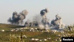 Әуе соққысынан кейін көтерілген түтін. Идлиб провинциясы, Сирия, 8 наурыз 2015 жыл. (Көрнекі сурет)