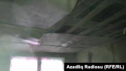 Samir Məmişov deyir ki, evin tavanı damır