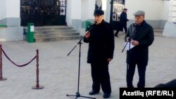 Сәкинә Шәймиева җеназасында Миңтимер Шәймиев һәм Фәрит Мөхәммәтшин