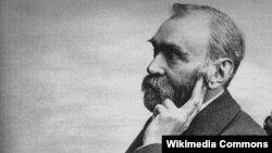 Alfred Nobel (21 oktyabr 1833-10 dekabr 1896). İsveçli kimyaçı, mühəndis, innovator silah istehsalçısı. Hazırda Nobel Mükafatı onun sərvəti hesabına verilir.